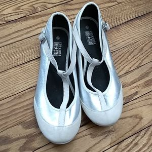 One Star leather and silver t strap flats